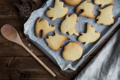 Scary puff pastry snacks for halloween